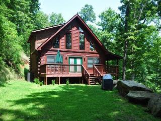 Morning Sun Retreat and Guesthouse Enjoy Mountain Privacy at this All-Wood Cabin with Fire Pit, Wi-Fi, and Xbox 360. The additional Guest House has a Pool Table, Large Screen TV and sleeps 2 more! - Bryson City vacation rentals