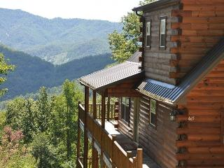 Sun Eagle Lodge Spectacular View - Loaded with Stylish Amenities and Relaxation. Peaceful with Hot Tub, Wi-Fi and Grill. The Perfect Escape! - Bryson City vacation rentals