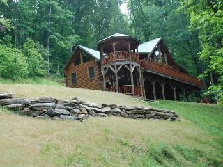 Bear Moon Lodge - The Mountain Experience to Remember - Seclusion, Convenient Location, Wi-Fi, and a Game Room with Pool Table - Whittier vacation rentals