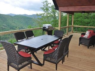 Smoky Mountain High Large Luxe Cabin - Pool Table, Hot Tub and Fabulous View. Ideal Escape for Large Families or Groups. Minutes from Town. - Bryson City vacation rentals