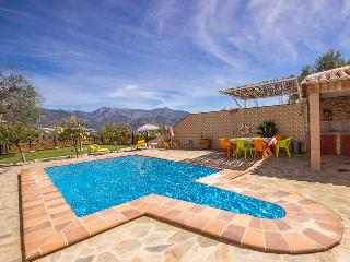 Beautiful Chalet with Internet Access and Dishwasher - Nerja vacation rentals