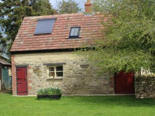 2 bedroom farm cottage near Witney - Witney vacation rentals