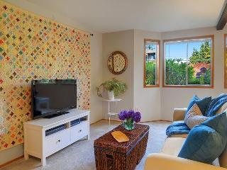 Sunny and cozy two room flat on Phinney Ridge close to cafés and shops! - Seattle vacation rentals