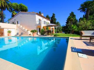 Private Garden apartment .  LIKE RENTING A VILLA - Juan-les-Pins vacation rentals