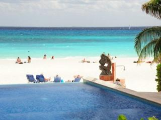 Oceanfront 3 bedroom (Best price)ground floor (LEF1) - Playa del Carmen vacation rentals