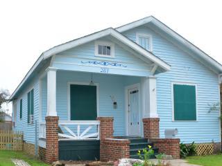Cozy Seawall Bungalow, Family, Butterflies, Birds - Galveston vacation rentals