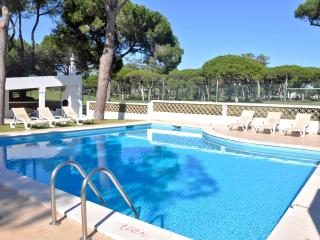 Walking distance to Centre 4 bedroom pool villa - Vilamoura vacation rentals
