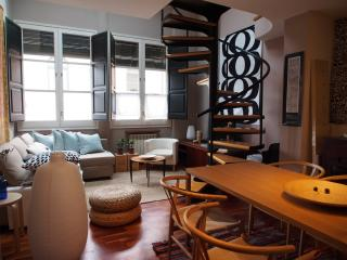 Cozy city apartment in Girona old town - Girona vacation rentals