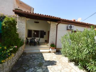 House with terrace and garden - Pomer vacation rentals
