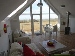 SPIRES  A Modern Luxury Bijou Retreat for Couples - Carnon Downs vacation rentals