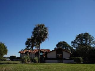 Comfortable 2 bedroom Villa in Clermont - Clermont vacation rentals