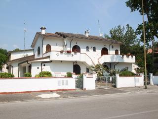 Villetta con giardino e balcone abitabile a Lido di Pomposa - Lido di Pomposa vacation rentals
