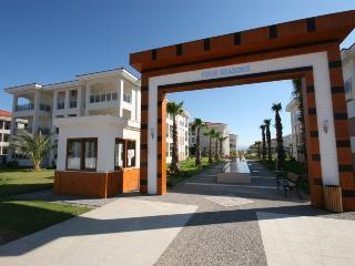 Lovely 3 bedroom Side Apartment with Internet Access - Side vacation rentals
