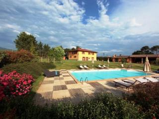 Lovely 6 bedroom House in Poppi with Internet Access - Poppi vacation rentals