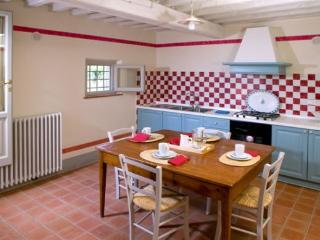 Perfect 2 bedroom Lamporecchio House with Internet Access - Lamporecchio vacation rentals