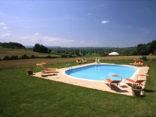 Gorgeous House with Shared Outdoor Pool and Parking - Pozzo di Mulazzo vacation rentals