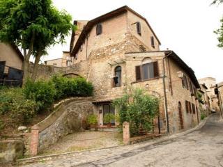 Rustic 2 Bedroom Apartment at Macie in San Gimignano - San Gimignano vacation rentals