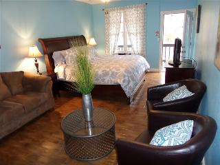 Bella Paradiso Condo 8 - King Studio with Kitchenette - Walk to Downtown - Eureka Springs vacation rentals