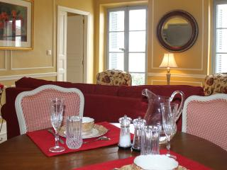 Bright Apartment with Central Heating and Satellite Or Cable TV - Carcassonne vacation rentals