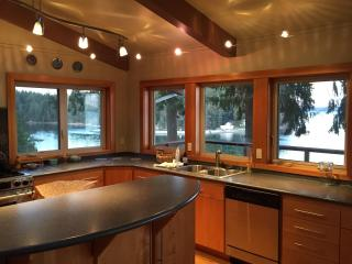 Cozy 2 bedroom House in Lakebay with Deck - Lakebay vacation rentals