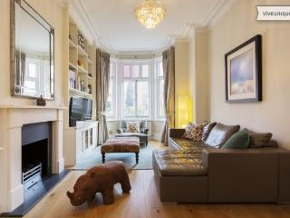 3 bed family home with garden, Thorney Hedge Road, Chiswick - London vacation rentals