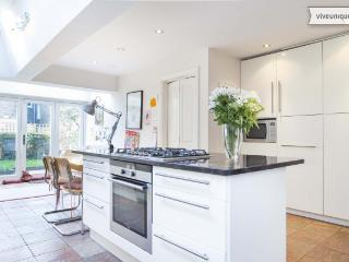 4 bed house, Narcissus Road, West Hampstead - London vacation rentals
