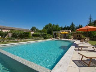 L'Isle sur la Sorgue Vacation House with a Grill and Balcony - Luberon vacation rentals
