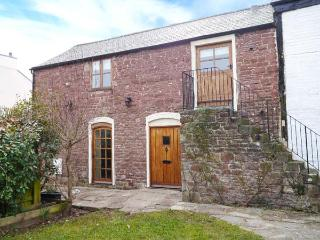 GRANARY BARN, 14th century cottage, original features, walks from door, in Lea, Ref 915398 - Lea vacation rentals