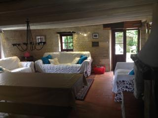 """""""Syrah"""" Child Friendly Gites nr. St. Jean D'Angely - Gibourne vacation rentals"""
