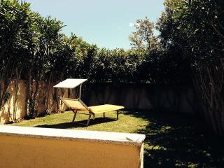 CASA AD OLBIA CON GIARDINO - Budoni vacation rentals