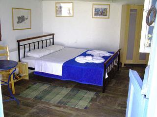 AMORGOS Agios Pavlos Studios IKAROS - Aegiali vacation rentals