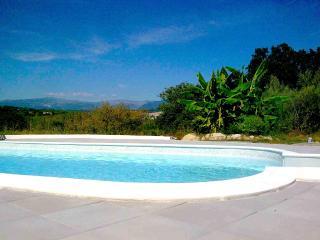 Arts et Sens studio Pastel piscine, plage à pieds - Antibes vacation rentals