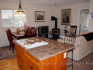 Sidney Bc Suite: 1 BR Sleeps 2-4 Central Location - Sidney vacation rentals