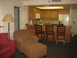 SPACIOUS  W/ POOLS, GRILL ,FREE BIKE RENT,FIRE PIT - Scottsdale vacation rentals