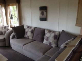 Lovely 2 bedroom Airdrie House with Deck - Airdrie vacation rentals