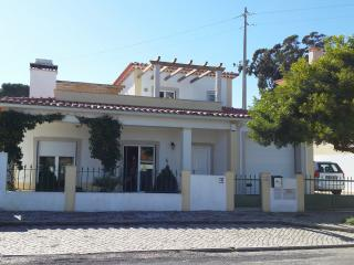 Obidos Area-  Modern Villa Private Pool Sleeps 8 - Salir do Porto vacation rentals