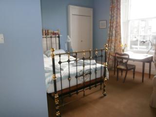 Winter Cherry - blue room - Edinburgh vacation rentals