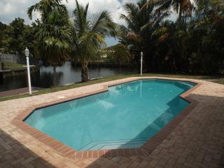 HOUSE  PRIVATE HEATED POOL & DOCK 2/ 6 guests max - Fort Lauderdale vacation rentals