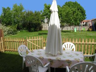 """""""Chasselas"""" Family Cottages near St Jean D'Angely - Gibourne vacation rentals"""