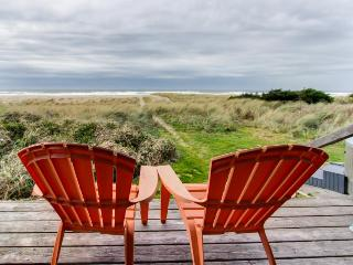 Beach cottage, pet-friendly with hot tub out, walk to beach! - Rockaway Beach vacation rentals