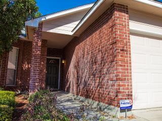 STYLISH FAMILY GETAWAY W/ CONC. PATIO. BMT SPECIAL - San Antonio vacation rentals