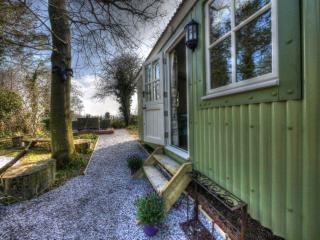 Beautiful 1 bedroom Shepherds hut in Framlingham - Framlingham vacation rentals