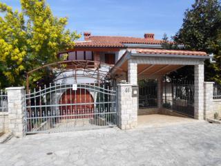 Dream vacation in the apartment of the villa MaVeRo 150m fare from the beach - Banjole vacation rentals