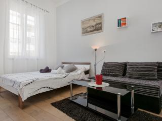 Comfortable studio with A/C and WI-FI near centre - Split vacation rentals