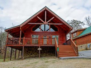 Nice Cabin with Internet Access and Shared Outdoor Pool - Pigeon Forge vacation rentals