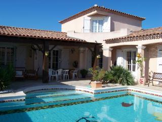 villa avec piscine en Camargue - Saint-Laurent-d Aigouze vacation rentals
