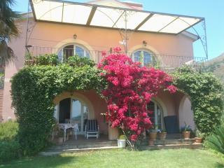 Monolocale in villa di campagna - Porto Azzurro vacation rentals