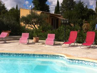 Nice Studio with Internet Access and Short Breaks Allowed - Aups vacation rentals