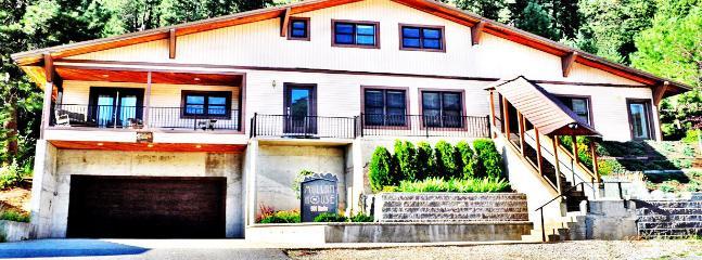 Bright 6 bedroom B&B in Mullan - Mullan vacation rentals