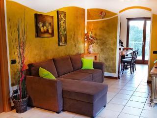Bright 2 bedroom Riva Del Garda Penthouse with Deck - Riva Del Garda vacation rentals